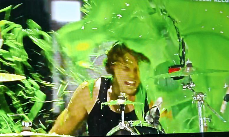 Heil Sound Fin lights the way as @ashton5sos gets slimed during Kids Choice Awards! @5sos #KCA #livesound http://t.co/DdLyABq1Iu