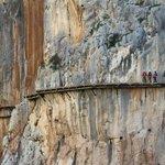 El temido Caminito del Rey recibe a los primeros excursionistas tras 25 años cerrado [VÍDEO] http://t.co/5yY7JyYPBC http://t.co/5uHTo8oUpd