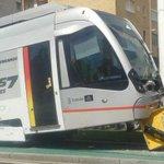 Descarrila el tranvía de Sevilla. Atención a la imagen de su publicidad. http://t.co/aFmOCft1pb http://t.co/yZ1szMVF9a