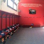 El vestuario del 1er estadio mundialista pronto para recibir a los futbolistas que a las 17:30hs enfrentan a Atenas http://t.co/XXgvN4DFCq