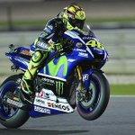 Valentino Rossi exhibe el poder del pilotaje en Catar http://t.co/0rI32P6grZ http://t.co/iWlstnytmU
