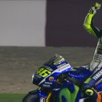 Valentino Rossi planta cara a las Ducati y se lleva la victoria #MotoGP en Qatar http://t.co/7tWFoluUGK #MotoGPQatar http://t.co/F1ajVxEyhE
