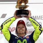 Deslumbrante Rossi, triplete italiano y podio sin españoles http://t.co/4vu6FpqIz9 #fotogaleríAS #motogp http://t.co/8loswR7eA0