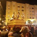 Españoles de la picaresca tan devotos #DomingoDeRamos #Postureo #Capillita #AlCieloConElla http://t.co/pQuKKjPOmQ