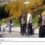 Venezuela deteniendo ancianos por llevar pancartas contra el gobierno de maduro en su bici.... Como esta venezuela http://t.co/9Ss5rRUWjP