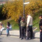 Detienen a un anciano por llevar una pancarta reivindicativa en su bici, ante el Museo del Prado. #LeyMordaza http://t.co/K0XfiaQbnM