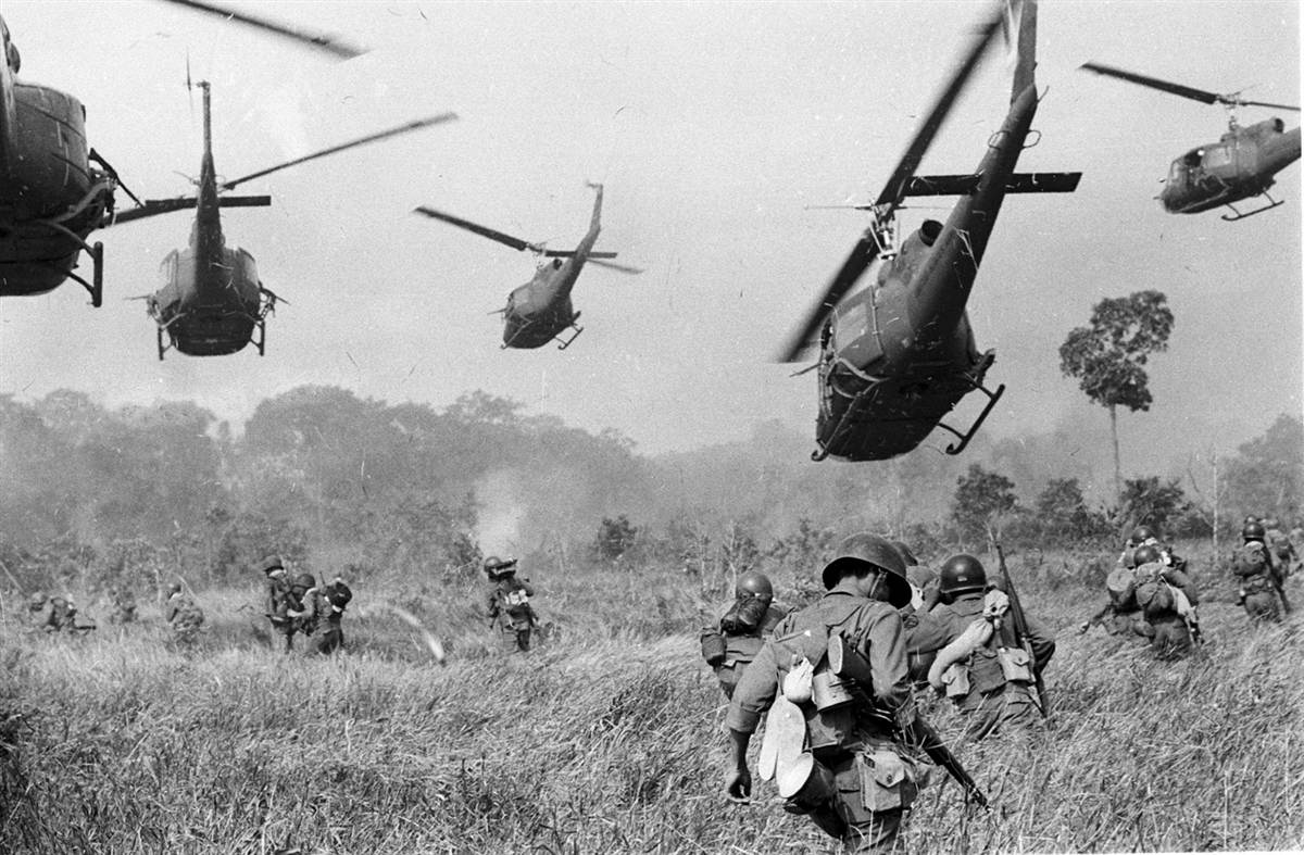 We remember the service and sacrifice of those who came before us. Thank you for paving the way #VietnamVeteransDay http://t.co/ODnIrpCuRw