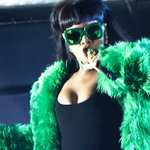 """.@rihanna performs """"BBHMM"""" live for the first time, freaking KILLS IT ???????????? http://t.co/Cvi6iAWCT2 http://t.co/tb7yozps9J"""