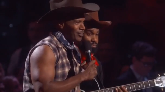 Watch Jamie Foxx Sing About Being an