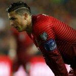 FOTOGALERÍA   Cristiano estrenó look en el Portugal-Serbia. Las mejores imágenes del partido http://t.co/88JPfKaYu7 http://t.co/gzdWy0y7ux