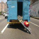 via @ANGELPADILLA1: Esta imprudencia puede causar desgracia si caen esas cabillas en plena autopista http://t.co/U1QvCm2lTX #Caracas