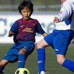 【やむなし】13歳の久保くん、バルセロナを退団して日本帰国へ http://t.co/DmFeHzgBwo 同クラブは、18歳未満の外国人選手獲得に違反があったとされている。そのため1年半以上も公式戦に出場できない状況が続いていた。 http://t.co/SqcjPHFmuJ