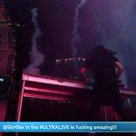 Skrillex si ves que tal destruyes el escenario de Ultra, está toooh pagaooohhh!!! #ULTRALIVE http://t.co/PHd6OqhJOX