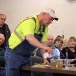 VIDEO: Agricultor de #EEUU invita a petroleros a beber agua contaminada por fracking http://t.co/KeTsBQ9ZVz http://t.co/0Uf8G2CHBU