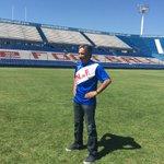 Waldemar Victorino, campeón del mundo con @nacional, también posó con la remera de la @6_116km. ¡Inscribite YA! http://t.co/RnD4mKe4h8