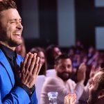 ???? hands with @jtimberlake. #iHeartAwards @iHeartRadio http://t.co/lH8aAP40yv
