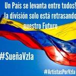 Venezolanos somos todos, que rico abrazarse sin resentimiento, sin división... #SueñaVzla #ArtistasPorVzla http://t.co/WWMwkoyfhL