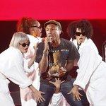 """""""@Estadao: No Lollapalooza, Pharrell Williams reivindica posto de novo rei do pop http://t.co/PkVxMhpQK8 http://t.co/sKyF6E28vT"""" Só que não"""