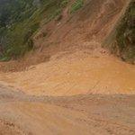 #ElOro | en sitio nariz del diablo, vía #Chilla-#Porotillo fuerte deslave obstaculiza paso vehicular @ElOro_Digital http://t.co/MCbaH6UMs1