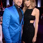 .@taylorswift13 and @jtimberlake were instant BFFs at the #iHeartRadioMusicAwards: http://t.co/5PQ8sckEhe http://t.co/PKzSWrJmAT
