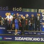 El tesorero de la #CONMEBOL Sr. Carlos Chávez entrega el trofeo Fair Play a #Ecuador http://t.co/4K4y8YJZW4