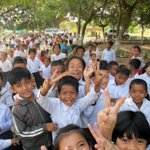 Happy Monday from the children at Pong Teuk Primary School in Phnom Penh. #UNICEFCambodia #smileoftheweek http://t.co/FQq1foCKJr