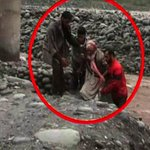 #kashmirFloods A senior citizen being rescued in #Poonch http://t.co/0aVA4nONvb
