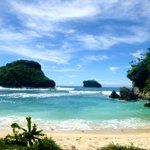 Kalau ini Pantai Goa Cina, Hayo.. Siapa yg udah pernah ke pantai yg indah ini? #MalangKipa http://t.co/GKakkAa7yg