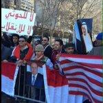 مسيرة في لندن ضد الحوثي ويرددون : زعيم الأمة مين ؟ سلمان حفظه الله ورعاه جعل تبطي سنينك يا سيدي سلمان ❤️ http://t.co/EPtvYWbD6M