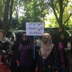 MDP ge Raees akee MDP ge aamu membarun ihuthiyaaru kuraa meeheh #HappeningNow near Majlis #RaeesNasheedMinivanKurey http://t.co/YHaaQFn630