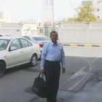 الوالد محمد الدرازي قبل دخولة مبنى التحقيقات بعد استدعاءة على خلفية البيان الذي اصدرة فاضل عباس حول اليمن #Bahrain http://t.co/xQdba1EuRG