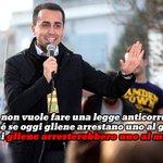 """#direzionepd #renzi :""""Grillo nn è più nostro spauracchio""""...infatti sono i carabinieri! #arrestanovoi #ottoemezzo http://t.co/MGlMteup8W"""