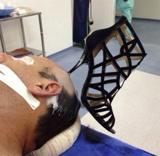 Saudi admitted to hospital with heel in his head - http://t.co/pQMY7dgZ88 - Nice shoe :) http://t.co/ZgtbuI3CTX
