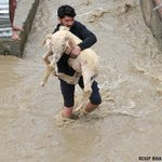 Severe #floods in N #India. Parts of #Srinagar are completely waterlogged. Jo #kashmirFloods http://t.co/iBVpQHhQ47