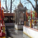 Kheer Bhavani Temple spring water colour turns black. Picture dated 30th March, 2015 #KashmirFloods http://t.co/tRD2rioGAu
