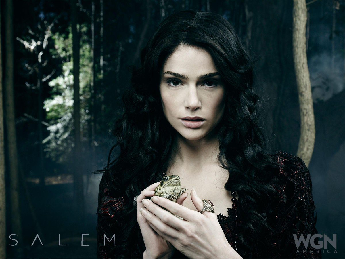 There's a #WitchWar brewing in Salem! Don't miss the season 2 premiere of @SalemWGNA April 5th @ 10/9c! http://t.co/O7xQ7Xl0om