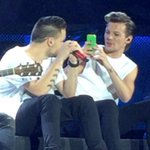 Louis with a phone taking pics & selfies on stage is one of my new favourite things #1DFAMHERETOSTAY http://t.co/GgZWIZQ0i8