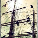 Le trois-mâts Belem quittera #Nantes le 1er avril. Pendant un mois, les marins ont bossé dans la mâture @Belem1896 http://t.co/rrw0JTlh6B
