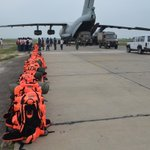 Indian Air Force Ilyushin-76 loads relief gear & disaster response force from Bathinda for #KashmirFloods. http://t.co/9vvkWkCht2