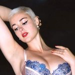 """This model responded to being called """"plus size"""" with a badass nude selfie: http://t.co/JDa63Qz4a6 http://t.co/Ck51rjk3RW"""