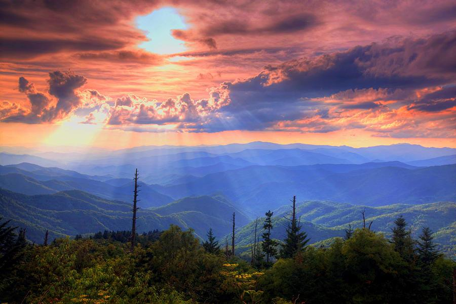 Wake up to beautiful views in #gatlinburg #pigeonforge and #sevierville ! #smokymountains http://t.co/rf55IVuc14