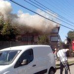 Incendio en #temuco afecta departamento en calle Simón Bolívar @tvnredaraucania http://t.co/bJolR3AfI2