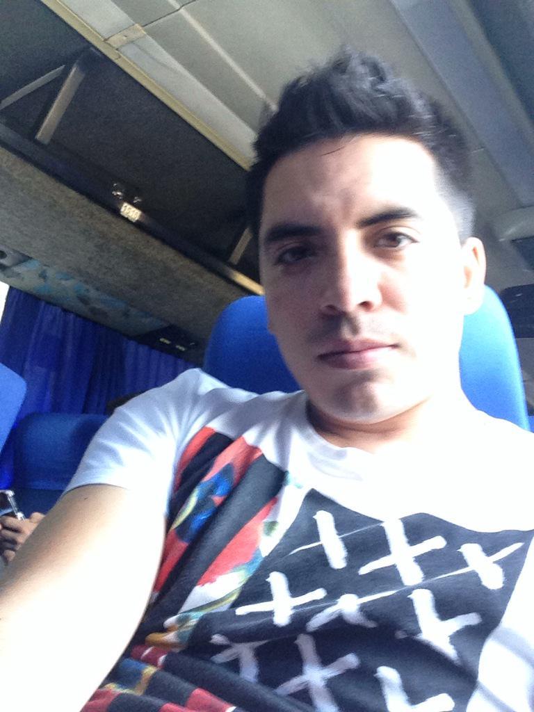 Arturo Vargas Rios (@LosPrimosArturo): Ya en camino México #casita #comida #camita ya quiero llegar nunca había extrañado tanto http://t.co/NkVqLUMnq4