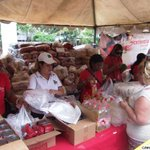 Misión Alimentación distribuyó 73 toneladas de alimento en Petare http://t.co/CFiArUIrcA #5MillonesContraElDecreto http://t.co/pWc0MrfSGp