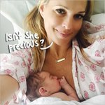 Be still my beating heart! #MollySims shares this adorable selfie with baby daughter! http://t.co/u9xoJ13Q5V http://t.co/AfWO7UngAl