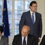"""Rajoy, tras despedir a 25.000 profesores: """"la apuesta por la educación es lo mejor para España"""". Ninguna gracia. http://t.co/bbjorboArC"""