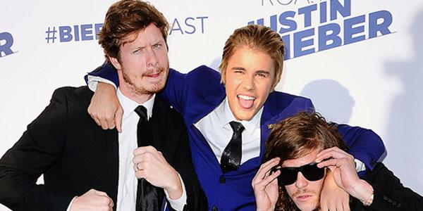 Who else is extremely excited to finally see @ComedyCentral's #BieberRoast tonight? http://t.co/gqY2k9kLoZ http://t.co/jqTUZGA32Y