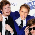 Who else is extremely excited to finally see @ComedyCentrals #BieberRoast tonight? http://t.co/gqY2k9kLoZ http://t.co/jqTUZGA32Y