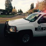 Large police presence at 2200 Devos St. in west Eugene. More details to come. @KEZI9 http://t.co/e2bTNvQZTR