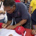 Venezuela oferece frango e leite em troca de assinaturas contra decreto de Obama. http://t.co/Vdqh8c4wJ2 http://t.co/J1zVaC3jxH
